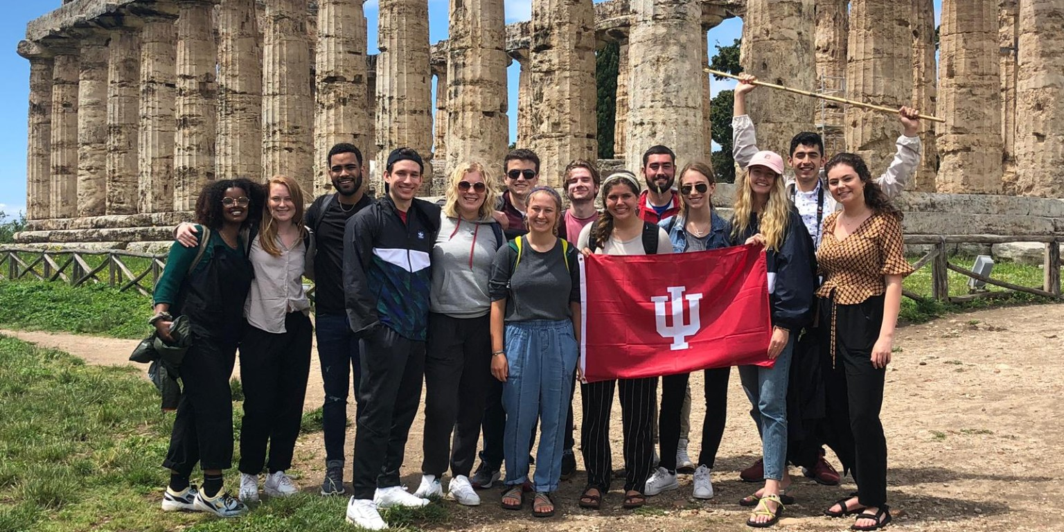 Arda Sebuktekin and friends at the Temple of Athena in Paestum while studying in Italy with HIEP in 2019